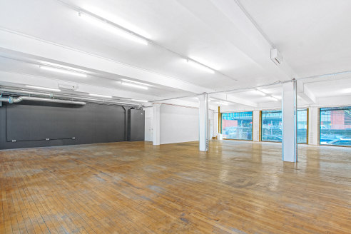 Situated in a popular Whitechapel location within walking distance to Whitechapel, Aldgate East, and Shadwell stations, this unit is situated within a former warehouse building arranged over ground floor offering self-contained office space.  The uni...