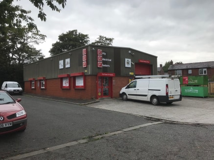 ***UNDER OFFER***  The modern trade counter showroom is of steel portal frame construction with brick/block walls and insulated cladding above, incorporating clear roof panels. The property benefits from a glazed frontage and security roller shutters...