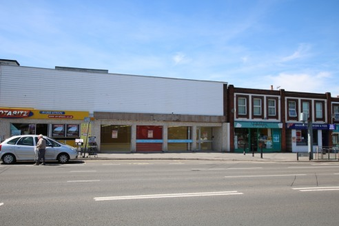 LARGE ROADSIDE RETAIL PREMISES AVAILABLE ON A TEMPORARY LEASE