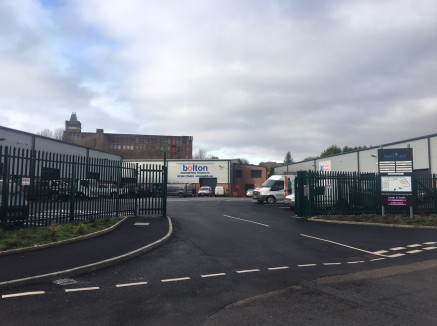 Unit 4 Peaks Place provides an opportunity to acquire modern business premises with 7.1m eaves.  The available unit extends to 3,680 sq ft constructed approximately 2 1/2 years ago and benefits from a large communal loading yard plus dedicated car pa...