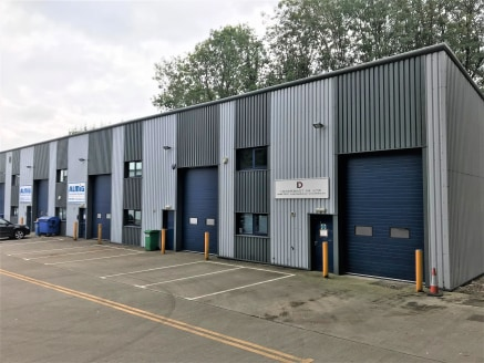 8 Top Station Road, Brackley comprises a light industrial/warehouse unit which has been fitted out as office/storage accommodation by the current tenant with a first floor mezzanine office. Fit-out of the accommodation can be agreed subject to occupi...