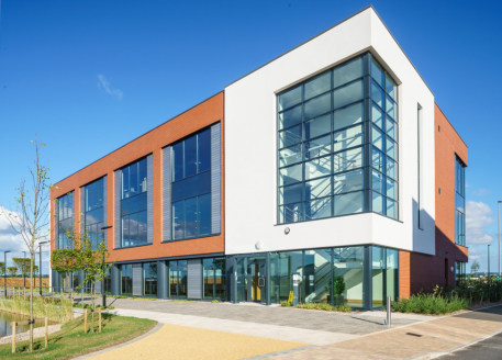 SkyPark represents a cutting edge business park development sitting in a prime location close to the M5 motorway and adjacent to the successful Exeter International Airport. Phase 1 will provide modern energy efficient buildings and wide pedestrian s...