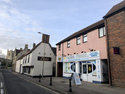 6 & 6a Causeway Bicester comprises ground floor retail accommodation with store room, toilets with loading door to the rear of the premises. Parking is provided for 2 cars....