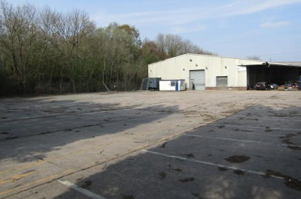 The property comprises the rear bay of a much larger workshop/warehouse which remains in occupation by the landlord.   This rear bay, together with the substantial hard-surfaced secure yard, was previously occupied by a tyre company and remains surpl...