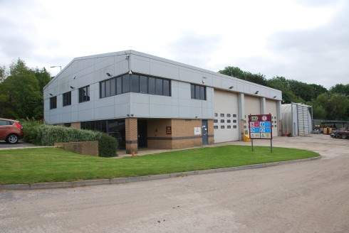 8,112 sq ft modern hybrid industrial unit on extensive 5.9 acre site. Excellent development potential or storage use with Waste Transfer Licence.