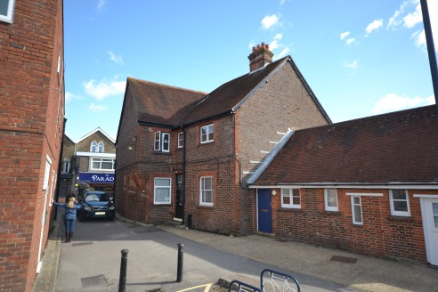 A self contained retail unit (A1) located a short distance from the market square in Petersfield and the mainline railway station. Car parking space is also available to the rear of the...