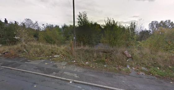 The land comprises a rectangular shaped site extending to approximately 0.11 Hectare (0.27 Acre).  The site has previously had the benefit of detailed Planning Permission under Application Number 04/01920/FUL for the development of 14 two bed apartme...