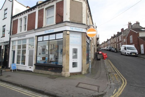 ***WELL PRESENTED RETAIL UNIT***  Ground floor corner positioned shop of approximately 350sqft located on the ever popular North Street, Bedminster. Benefits include toilet, kitchen facilities and double glazing. Offered to let on the basis of a new...