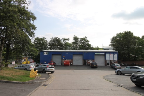 A terrace of 3 pocket workshop units, of a modern steel portal frame construction with low level external cavity brick walls with high level sheet aluminium cladding above. Unit 6b is self contained and benefits from an up and over roller shutter loa...