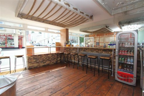 ***FULLY FITTED & WELL PRESENTED TAKEAWAY WITH 2 BEDROOM MAISONETTE ABOVE IN GREAT LOCATION***  Opportunity to lease a recently renovated takeaway and 2 bedroom flat above in the heart of Westbury On Trym. The ground floor takeaway has recently gone...
