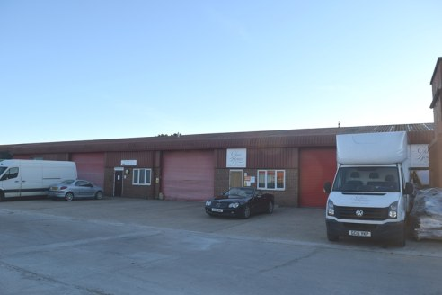 Light industrial/warehouse units to let (May Split)