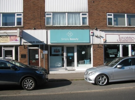 This unit is in a terrace of four similar properties with a number of flats above. The premises currently trade as a beauty salon and have been split into a main area and two further treatment rooms which are in good decorative order with wooden floo...
