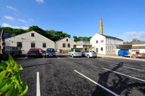 Summary  Workshop units/stores ranging from 255 sq ft to 7,280 sq ft  Rent from £4 per sq ft  Description  Hilltop Commercial Centre comprises a number of industrial warehouse units which are available to let separately within this business cent...