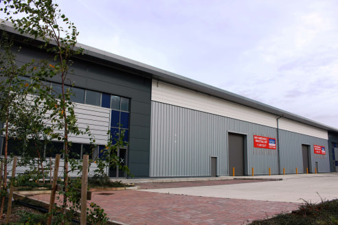 The Phoenix Centre industrial/warehouse units are situated on the established Beaumont Road Industrial Estate which includes the Banbury Cross Retail Park and adjoining Tesco superstore, all close to Banbury Town Centre and Junction 11 of the M40 mot...