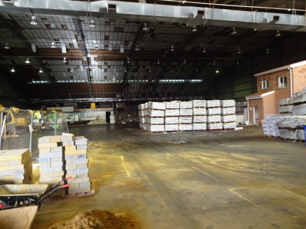 Substantial Industrial / Warehouse Space  Total: 3,651.91 sq m (39,309 sq ft)  TO LET