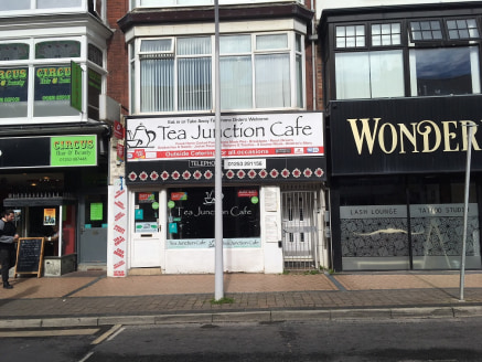 Single fronted premises located in Blackpool Town Centre close to all the shops & bars plus the new Premier Inn Hotel (under construction). The ex restaurant/cafe offers approximately 116 sqm including kitchen plus first floor ladies & gents wc. Suit...