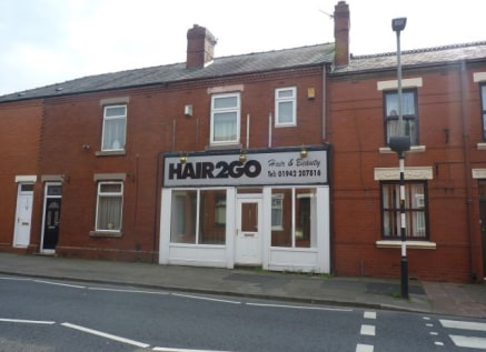 Recently Let > 535 SQFT GROUND FLOOR SHOP IN WIGAN\n\n535 SQFT GROUND FLOOR SHOP IN WIGAN\n\n196 Darlington Street,\nWigan,\nWN1 3AT\n\nApprox. 49.70 sq.m. (535.00 sq.ft....