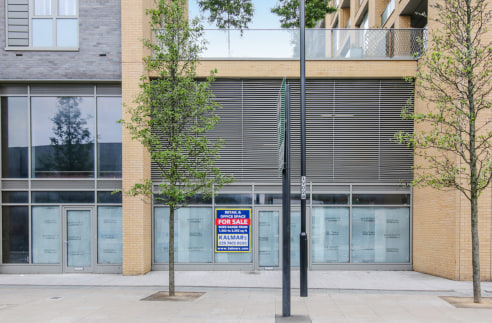 Unit C1 benefits from double height space on part of the unit and an expansive glazed frontage facing Loampit Vale. The unit is available in shell condition with capped off services ready for the occupier to fit to their requirement.   The property i...