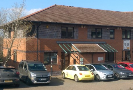 814 sq ft (75.65 sq m) The suite is on the first floor of a modern, end terrace office building. The offices are accessed via a front door which is shared with the ground floor. The offices are currently open plan which benefit from a meeting room an...
