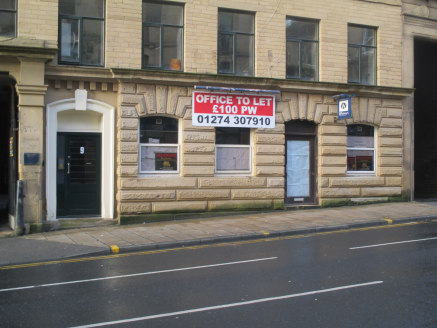 Self-contained ground floor office suite located in Bradford's professional quarter. Close to Forster Square railway station and city centre amenities....