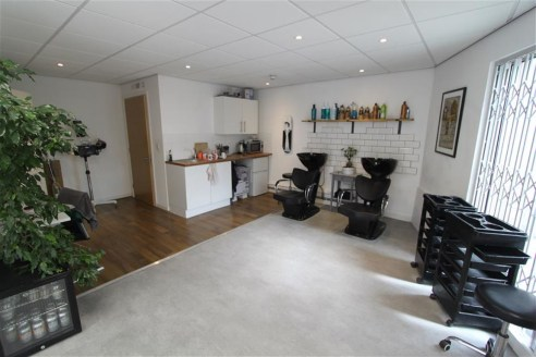 *COMMERCIAL INVESTMENT*   A well presented commercial investment of approx. 675sqft trading as a Barbers salon, situated in a modern development on the corner of Cheltenham Road, next door to Boston Tea Party.  The shop is let at �10,500pa on a 5 yea...