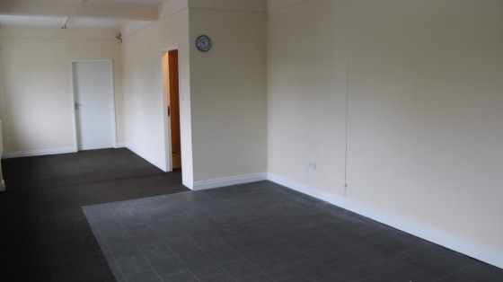 Unfurnished commercial unit for rent in Throne. Located close to the M18 .