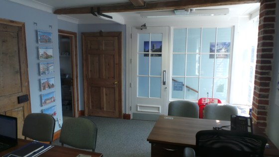 This former bank premises provides a total of approximately 250 sq ft, having a small entrance hallway, a front sales area/office of a little under 200 sq ft and a rear office/store/kitchen area of approximately 50 sq ft. It is decorated to a good st...