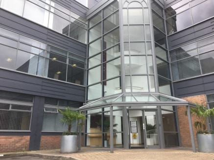 The building has recently been refurbished, with available light-filled office suites currently starting at 222 square feet and going up to 4398 square feet. Every floor of the three-story business centre features a modern shared kitchen as well as m...