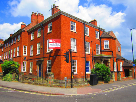 The subject property comprises a mix of extensively refurbished office facilities located in a prestigious Georgian building and its grounds.   Whilst having the capacity to serve a single occupier, the internal layout of the building has been design...