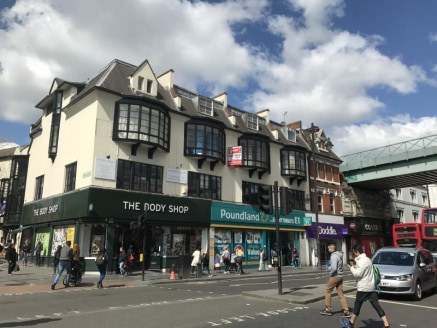 The property is arranged over the second and third floors above a retail parade consisting of A1 shops. The building itself is an attractive period building. The second floor provides an open plan office space with additional office rooms on the thir...
