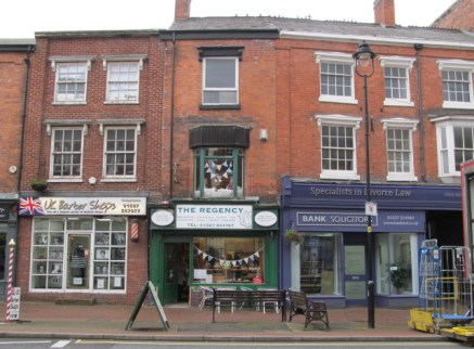 The property comprises a prominent three storey retail premises with potential for first and second floor conversion to residential (STP). Situated in a prominent position fronting the main High Street near to the corner of New Road in the middle of...