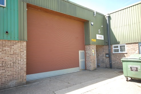 6,529 sq ft\n\nINDUSTRIAL / WAREHOUSE UNIT\n\nWarehouse\n\n* Gas fired blower heater\n\n* Fluorescent strip lights\n\n* 3 phase power\n\n* Translucent light panels to the warehouse providing a good level of natural lighting\n\n* Painted walls\n\n* Pa...