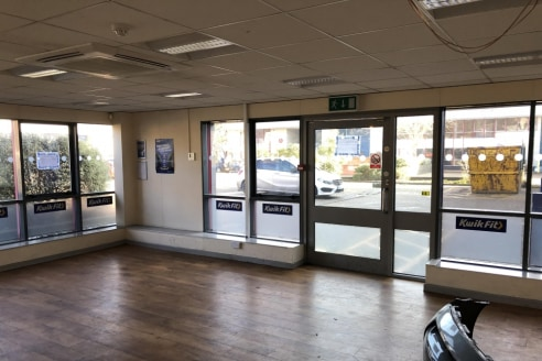 The premises provide a modern, high quality industrial business accommodation in central Guildford, with a good eaves height comprising 6810 sq.ft (632....