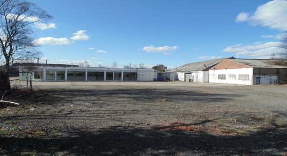 Showroom/workshop 14,821sqft (1,377 sqm). Large secure yard (site area 1.33 acres). Site may split. Potential Trade/Builders merchants (subject to planning). Excellent Transport Links.