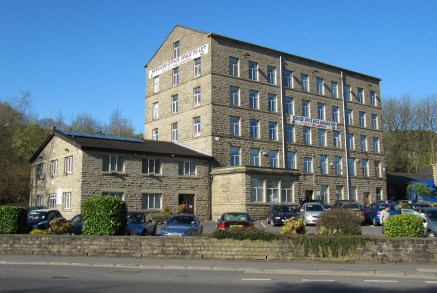 The suite comprises the fifth floor of the Kingfisher Centre in Rawtenstall.   The offices are studio style in design, with attractive features. They are served by a lift. The building has a top quality, fully manned reception.   There is ample car p...