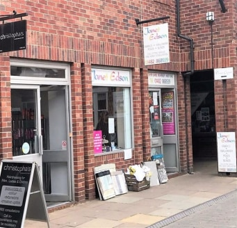 The premises form a ground floor retail shop with five feature windows providing return frontage into Swaby Yard.\n\nACCOMMODATION\n\nGround floor Sales area Zone A 258 sq ft 24.01 m2\nGround floor Sales area Zone B 50 sq ft 21....