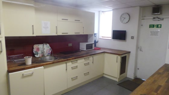 This ground floor office accommodation totalling 975 sq. ft comprises a reception/office area, a further two office areas and kitchen. The offices are generally finished to a good standard with suspended ceiling, Category II lighting and data cable p...