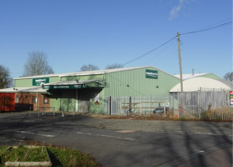 Former Countrywide Facility. Formerly used for the sale of equestrian and farming products together with storage and distribution....