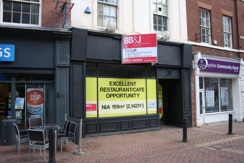 The property comprises of a former restaurant/cafe bar which is currently being prepared ready to receive the necessary fit out requirements.   In terms of the configuration the property has ground floor access off the Cornmarket which leads to a for...