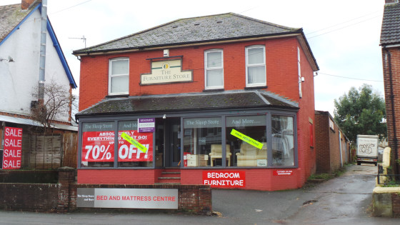The front part of the site comprises a main showroom totalling approximately 760 sq ft of prime retail accommodation and benefitting from a small office area of a little over 100 sq ft. To the rear of this is the main retail warehouse/showroom of a l...