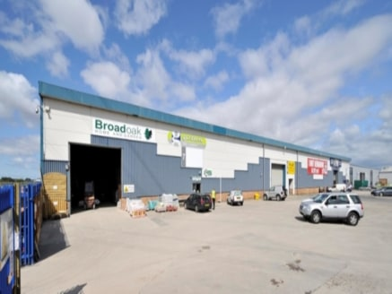 The block of 6 units have recently undergone an extensive refurbishment programme and benefit from roller shutter loading doors and extensive forecourt / circulation space. The estate offers a secure working environment with perimeter fencing and mon...