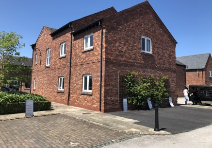 Detached high quality office building comprising 3,960 sq ft located on the well established Bell Meadow Business Park.  Kinnerton House is set over two floors, each floor containing two large spacious office suites set around a central core includin...