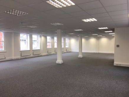 Well appointed first floor offices set within a three storey building within Newbury Town Centre.  The space is accessed via a shared reception on the ground floor which is inviting with seating space.  The offices are completely open plan with good...