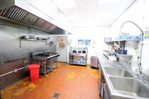 A completely and beautifully refurbished A3/A5 restaurant, situated in a prominent and popular part of Edgware. The restaurant section is circa 700 square feet, comfortably seats 52 covers, has a large fully equipped kitchen, and ladies and gents clo...