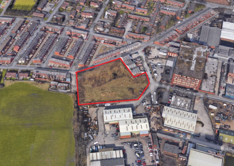 The property comprises a cleared site of approximately 2 acres in a mixed location of residential and commercial properties.   The site previously had outline planning consent for residential (35 x 5 bed houses) which expired in January 2015 - Planni...