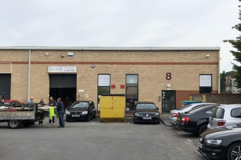 The premises provide modern, high quality industrial business accommodation of 2,877 sq.ft (267 sq.m)....