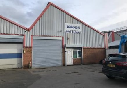 A ground floor industrial/warehouse unit with an office area to the front.\n\n-Within 2 miles of Junction 5 of the M1\n-Small office area (215 sq ft)\n-Parking for up to 8 cars\n-New electric roller shutter\n\nGarnett Close is located off Greycaine R...
