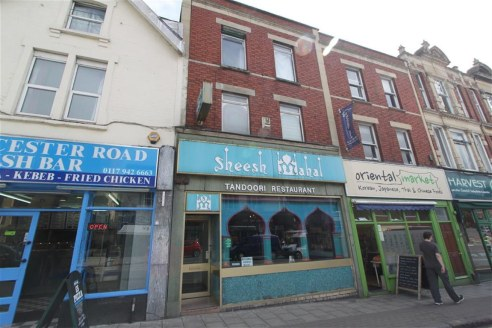 3 storey mixed use property currently arranged as an extended ground floor restaurant (approx 1780sqft Gross Internal Area) with a large 4-5 bedroom maisonette above providing staff accommodation. The upper parts offer potential for conversion to fla...