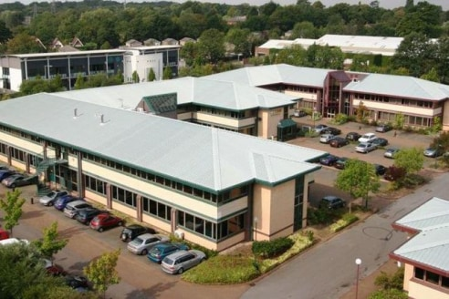 Available immediately Rosa is a modern, self-contained office building. A central reception acts as a focal point and provides independent access to individual floors/suites. There is a further 5,103 sq ft is available within Ilex (Unit 16) on the pa...