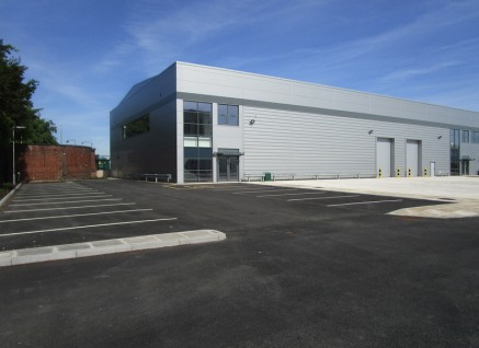The units incorporate a high specification including: * Steel portal frame construction * 8m clear internal height * Uniformly distributed 50KW / m2 fl oor loading * 15% roof lights * 1 door per 10,000 sq ft floor area. (width 3.54 m x 5....